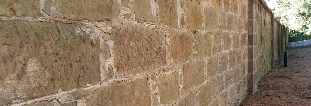 Arthur wall from frontside of the entrance showing the sandstone side of the wall.