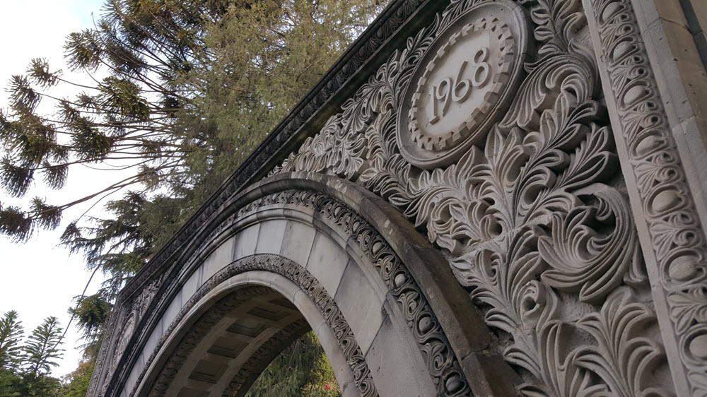 image of the top right hand corner of the anniversary arch, clearly showing the ornate carved stonework of the master-craftsman.