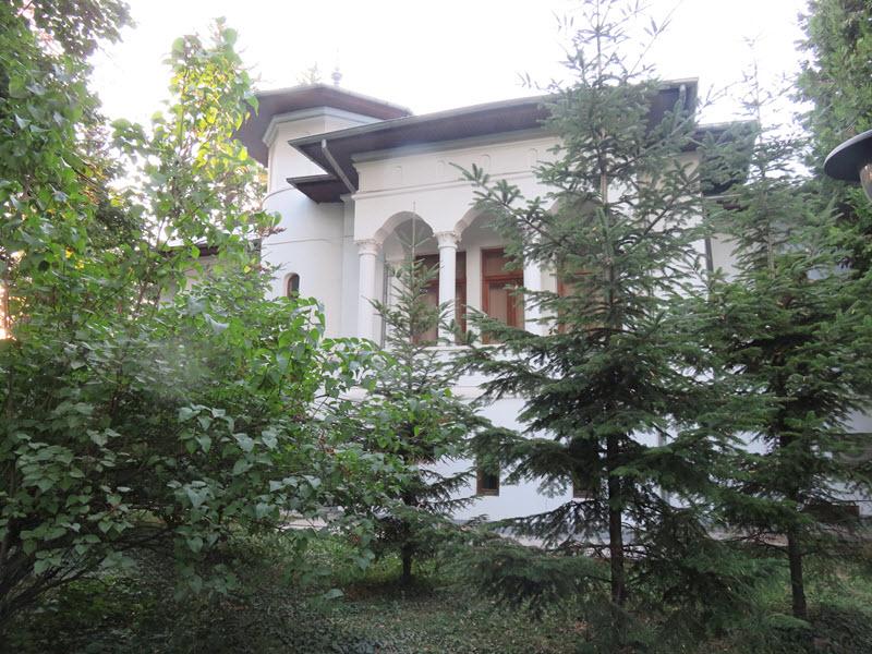 Museum Building Bucharest Botanical Gardens